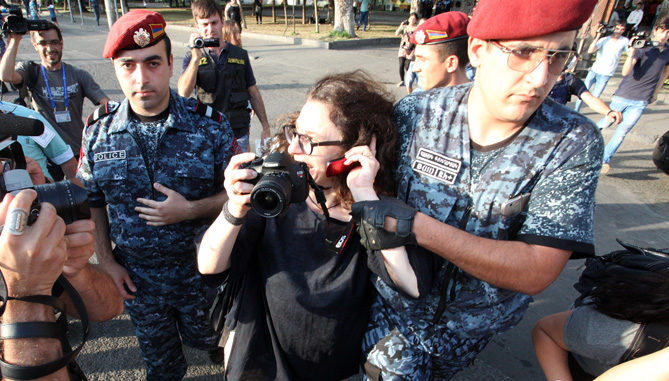 The police banned gatherings in Khorenatsi street and tried to arrest famous actress Arsinée Khanjian who support members of 'Sasna Tsrer' group which occupied the Patrol-Guard Service Regiment of Erebuni district for over 11 days in Yerevan, Armenia