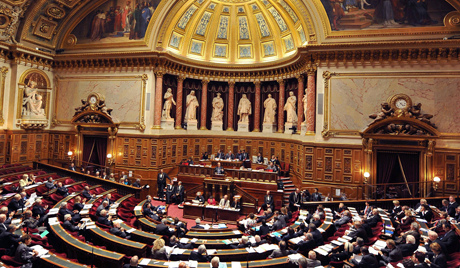 epa02375864 French Labor Minister Eric Woerth addresses French Senate members, in Paris, France, 05 October 2010, as France's Senate starts to debate the government's pension reform bill. If approved, the retirement age will raise from 60 to 62, and to 67 year of age for workers to obtain a full pension.  EPA/MAXPPP/DANIEL FOURAY FRANCE OUT --- BELGIUM OUT
