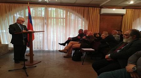 Կարօ Յակոբյանի ելույթը «Վերադարձ դեպի Այրարատյան լեռնաշխարհ եւ Առաջին Հայկական Համագումար» գրքի շնորհանդեսի կապակցությամբ :